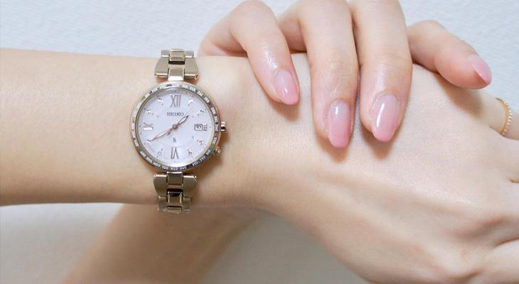 文字盤がピンクの時計
